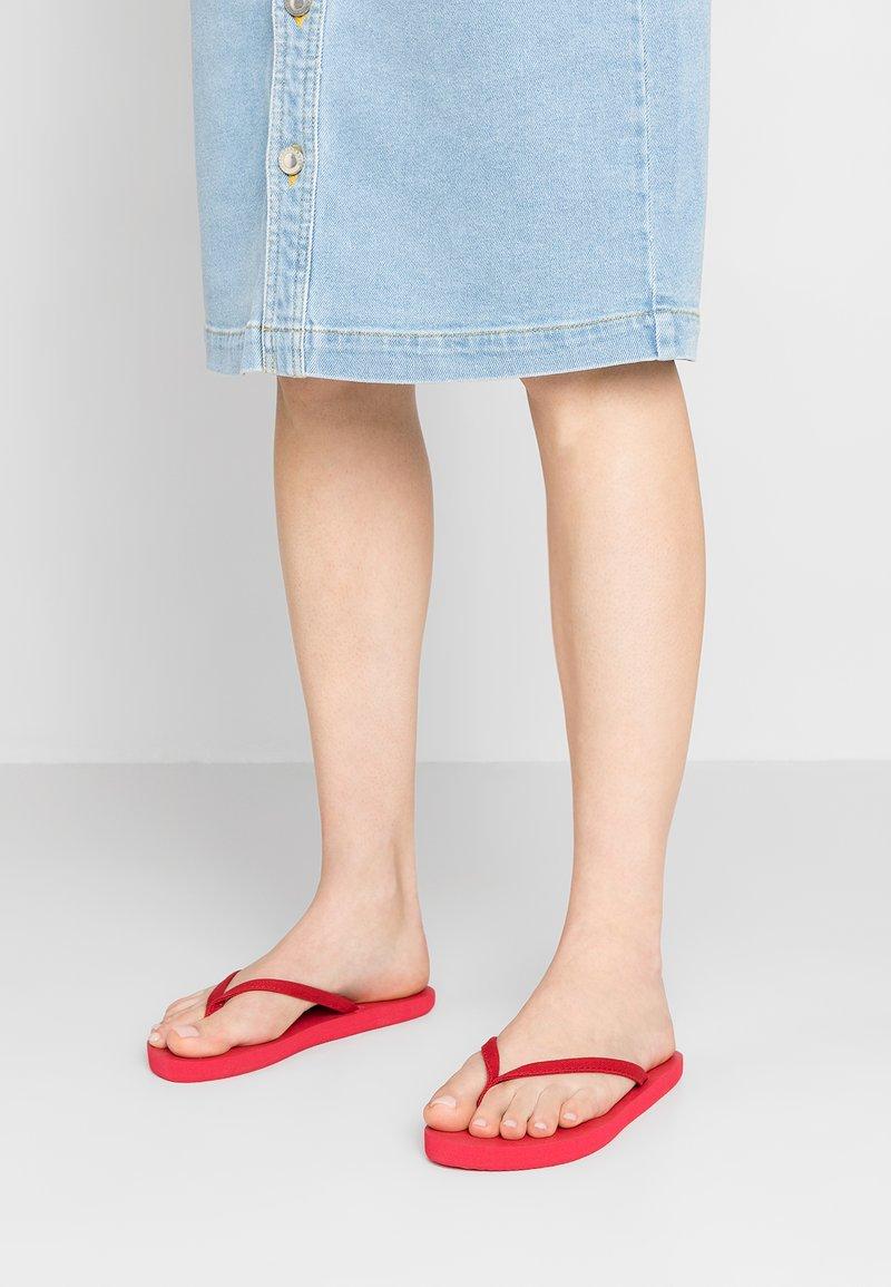 CALANDO - Sandaler m/ tåsplit - red