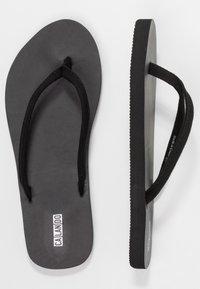 CALANDO - Sandály s odděleným palcem - black - 3