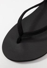 CALANDO - Sandály s odděleným palcem - black - 2
