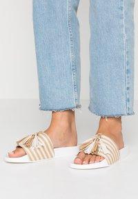 CALANDO - Pantofle - beige - 0