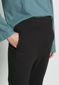 CALANDO - Tracksuit bottoms - black - 4