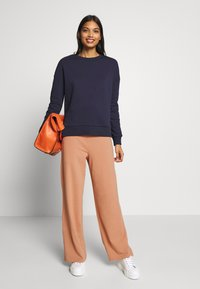CALANDO - COMFY STRAIGHT LEG TROUSERS - Trousers - tan - 1