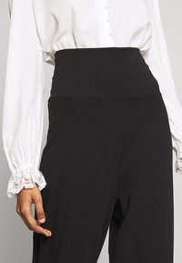 CALANDO - COMFY STRAIGHT LEG TROUSERS - Trousers - black - 4