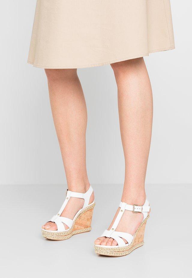 KAROLINE - Korolliset sandaalit - white