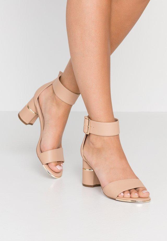 GRAPE - Sandaalit nilkkaremmillä - nude