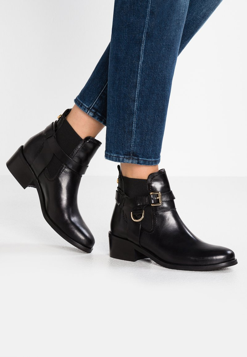 Carvela - SADDLE  - Cowboy- / bikerstøvlette - black