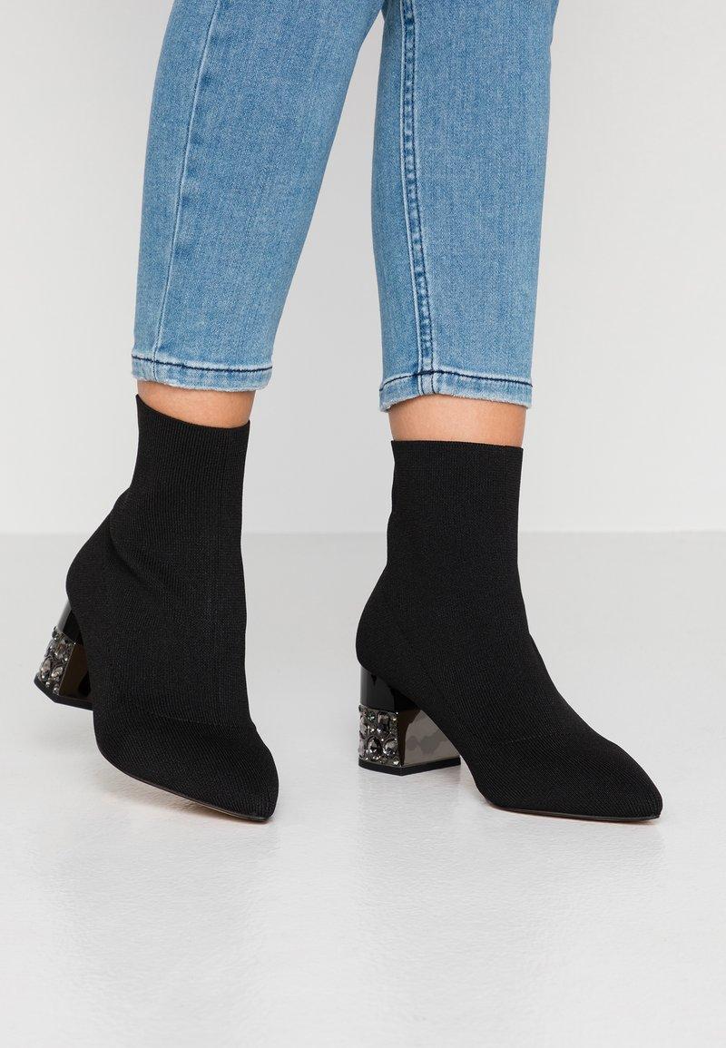 Carvela - KINGPIN - Kotníkové boty - black