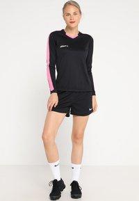 Craft - PROGRESS CONTRAST - T-shirt de sport - black/pop - 1
