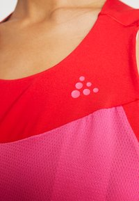 Craft - STRIDE SINGLET - Top - fame/bright red - 6