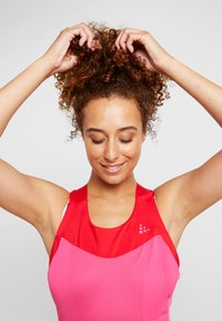 Craft - STRIDE SINGLET - Top - fame/bright red - 4