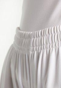Craft - PROGRESS SHORT CONTRAST - Teamwear - white/black - 3