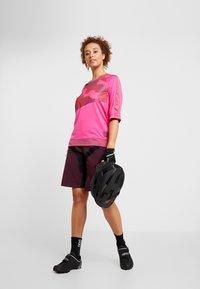 Craft - HALE SHORTS - kurze Sporthose - hickory black - 1