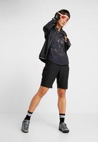Craft - SUMMIT SHORTS WITH PAD - kurze Sporthose - black - 1