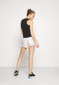 Craft - SHINY SPORT SHORTS - Sports shorts - silver - 2