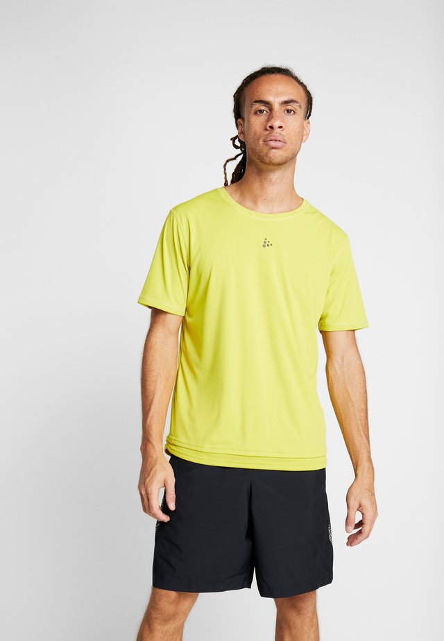CHARGE TEE - T-shirt print - mustard yellow