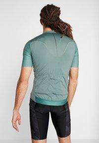 Craft - SURGE LUMEN - T-shirt z nadrukiem - moss - 2