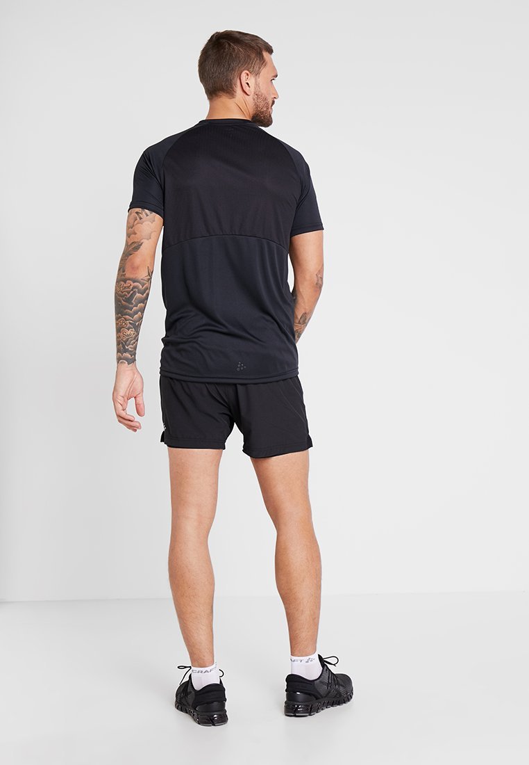 Craft 1 in Essential Black De Sport ShortsShort 2 rCoedBx