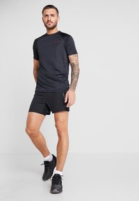 Craft - ESSENTIAL 2-IN-1 SHORTS - Träningsshorts - black - 1