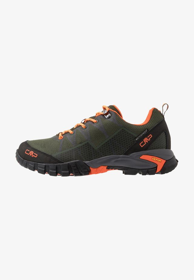 TAURI LOW TREKKING SHOE WP - Scarpa da hiking - muschio