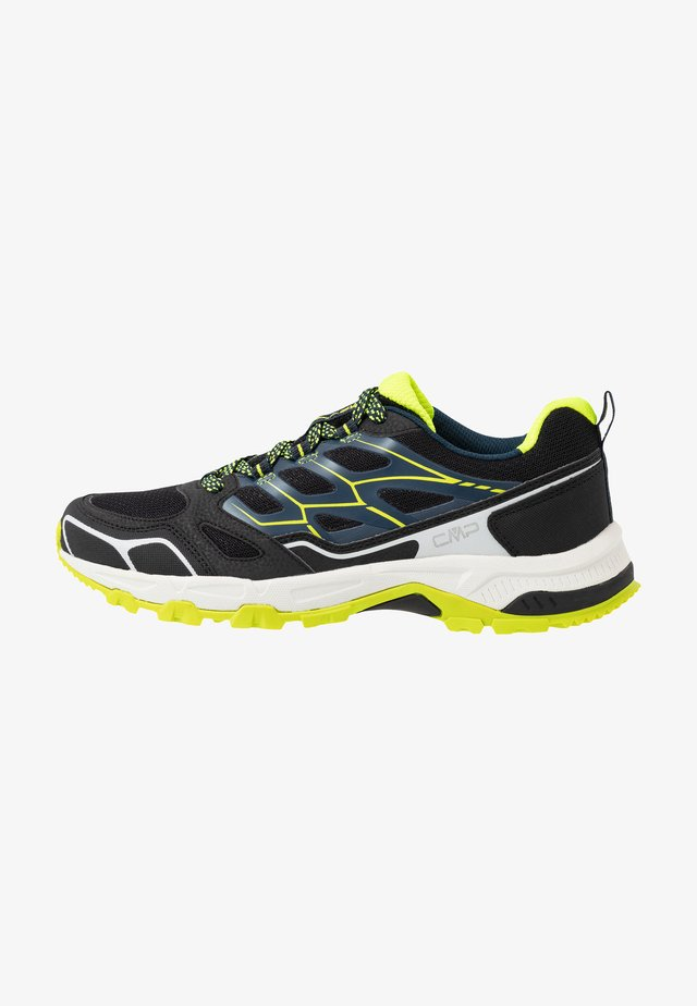 ZANIAH TRAIL SHOE - Trail running shoes - nero/cosmo
