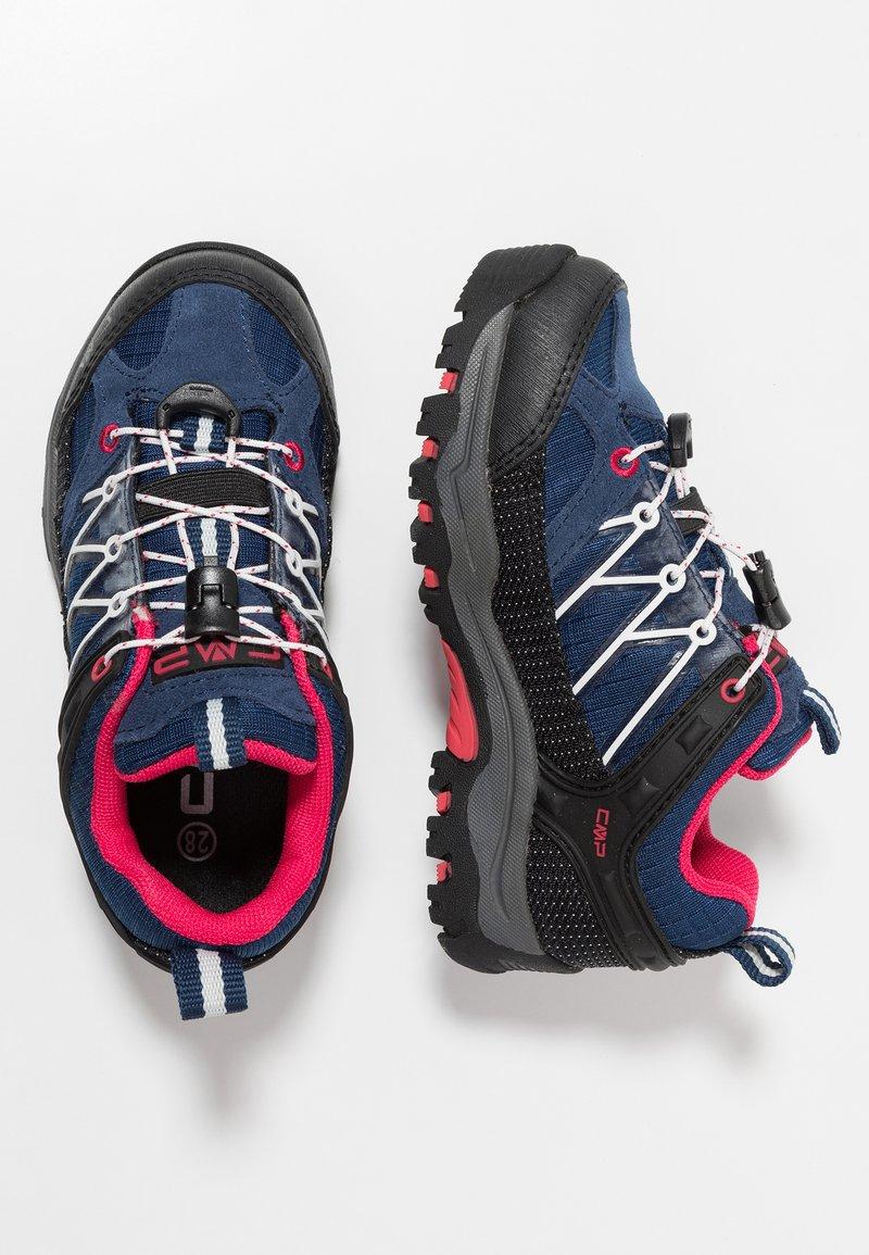 CMP - RIGEL LOW TREKKING SHOES KIDS WP - Chaussures de marche - marine/corallo