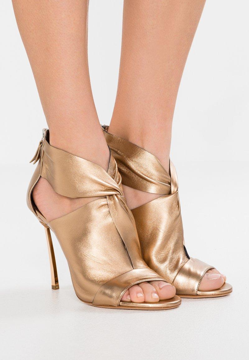 Casadei - FLASH - Højhælede sandaletter / Højhælede sandaler - lio