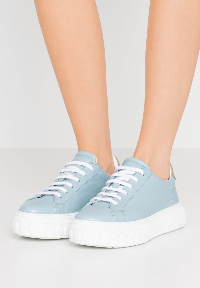 Trainers - blue bell