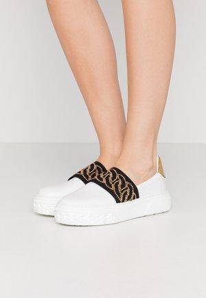 Nazouvací boty - nero/oro/bianco