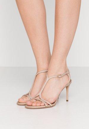 Sandály na vysokém podpatku - city light platino
