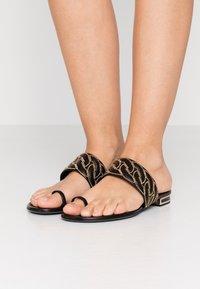 Casadei - Sandály s odděleným palcem - minorca nero - 0