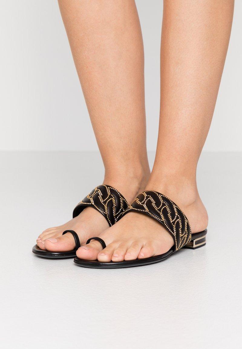 Casadei - Sandály s odděleným palcem - minorca nero