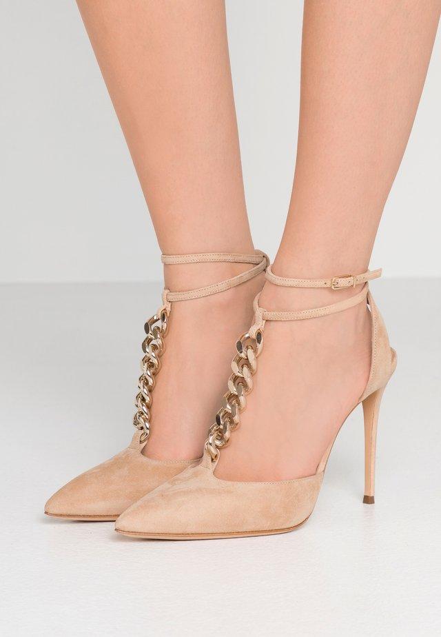 High heels - daphne