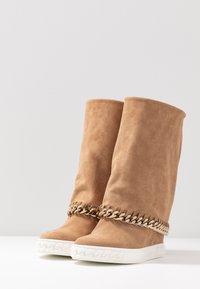 Casadei - Kotníkové boty na klínu - renna daphne - 4