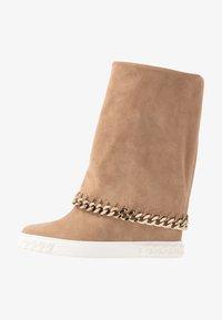 Casadei - Kotníkové boty na klínu - renna daphne - 1