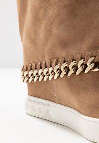 Casadei - Kotníkové boty na klínu - renna daphne - 2