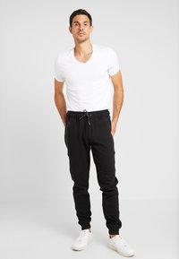 Cars Jeans - LAX - Tracksuit bottoms - black - 1