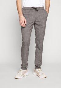 Cars Jeans - RODRIGO PANT - Trousers - antra - 0