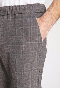 Cars Jeans - RODRIGO PANT - Trousers - antra - 3