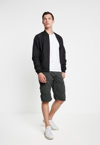 Cars Jeans - HANDLE - Shorts - anthracite - 1
