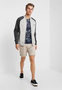 Cars Jeans - TINO - Shorts - sand - 1