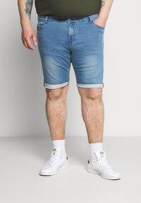 Cars Jeans - TUCKY PLUS - Denim shorts - bleached - 0