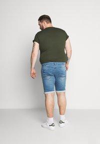 Cars Jeans - TUCKY PLUS - Denim shorts - bleached - 2