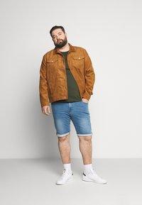 Cars Jeans - TUCKY PLUS - Denim shorts - bleached - 1