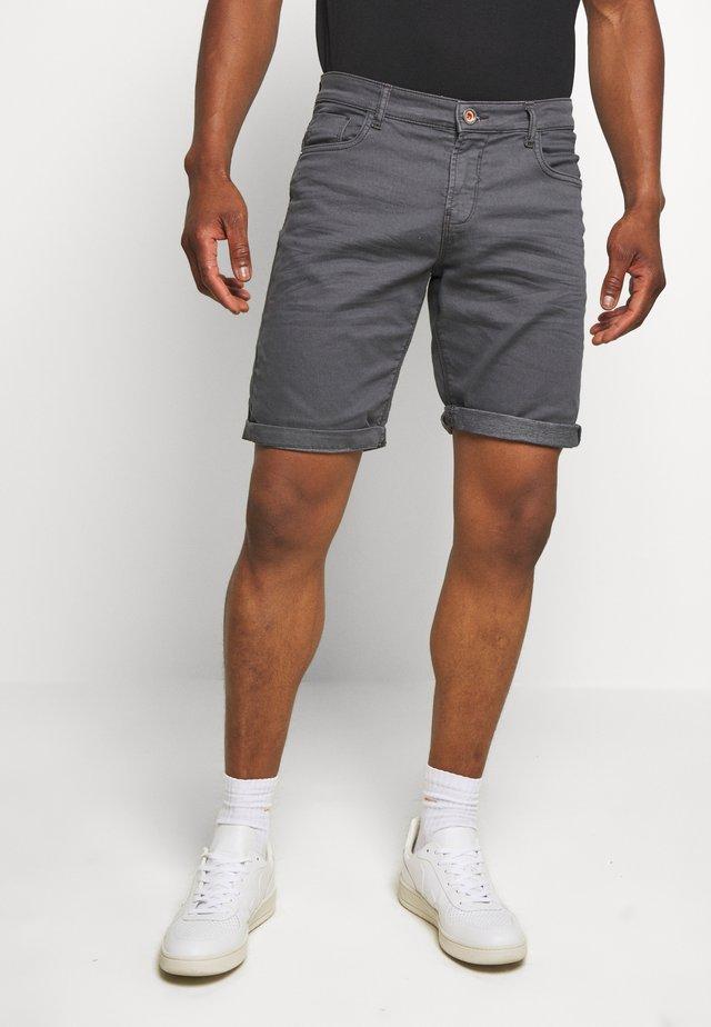 TUCKY  - Shorts - antra