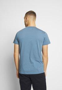 Cars Jeans - RECHARGE  - T-shirt print - light blue - 2