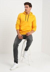 Cars Jeans - KIMAR - Luvtröja - ocre yellow - 1