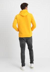 Cars Jeans - KIMAR - Felpa con cappuccio - ocre yellow - 2