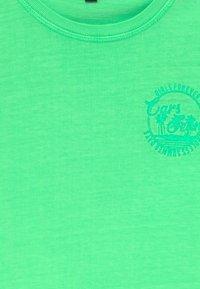 Cars Jeans - KIDS IRVY - Triko spotiskem - neon green - 3