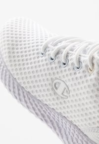 Champion - LOW CUT SHOE SPRINT - Neutral running shoes - white - 5