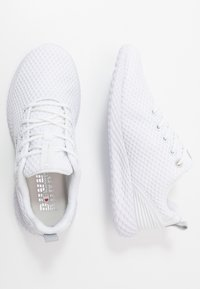 Champion - LOW CUT SHOE SPRINT - Neutral running shoes - white - 1